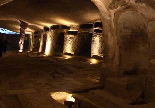 catacombe-napoli-500x350